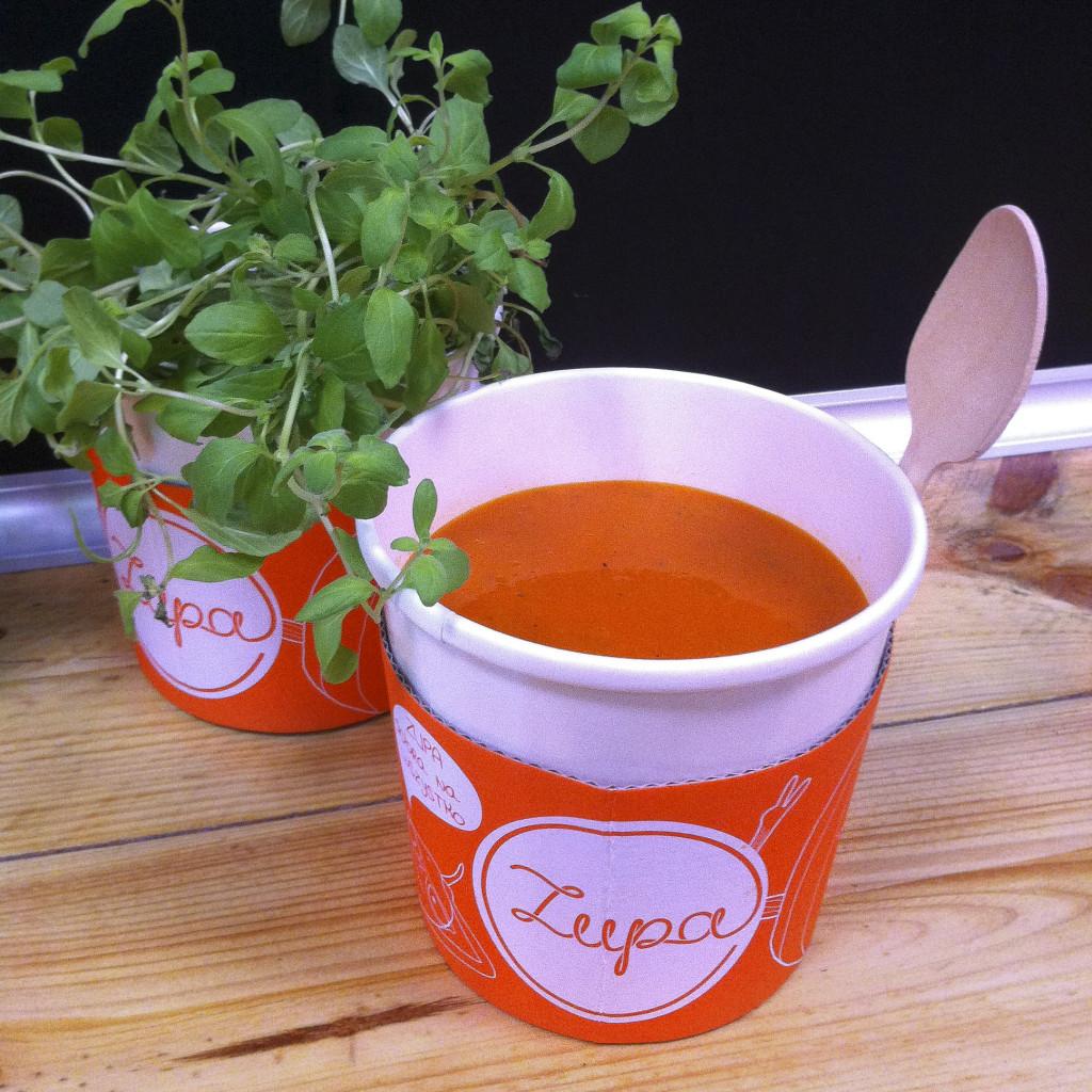 krem-z-pomidorow-z-parmezanem-bazylia